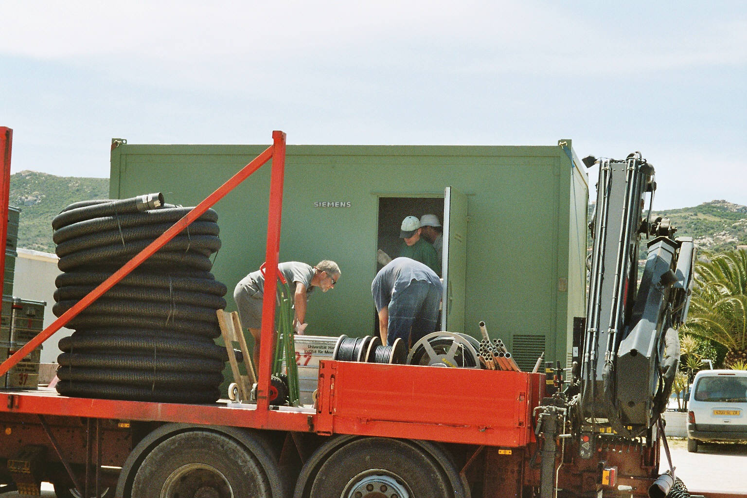 Unloading equipment for the central site